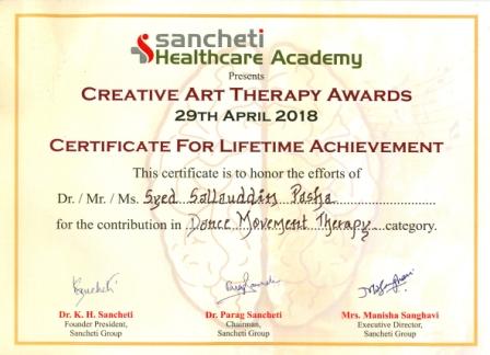 11 Syed Sallauddin Pasha receiving Sancheti Lifetime Achivement award